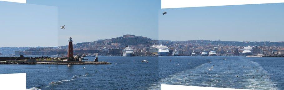 Zicht op de haven van Napels anno 2021