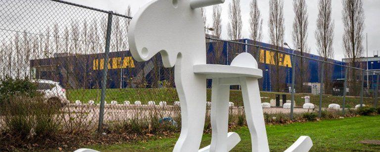 Levensgrote Ikea-meubels vrolijken wandelroute vanaf Station Bullewijk op - Afbeelding 1