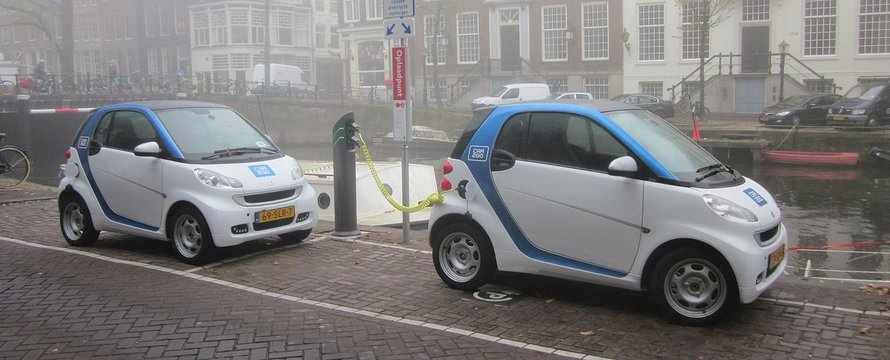 """Car2Go Amsterdam Smart ED Herengracht"" (CC BY-SA 3.0) by Brbbl"