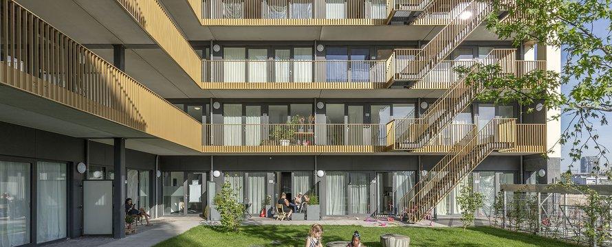 Gemeenschappelijke binnentuin van woonblok (sociale huur) in Buiksloterham