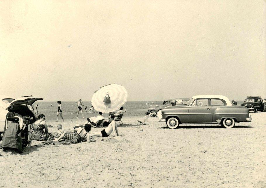 Autostrand bij Oostvoorne in de jaren zestig