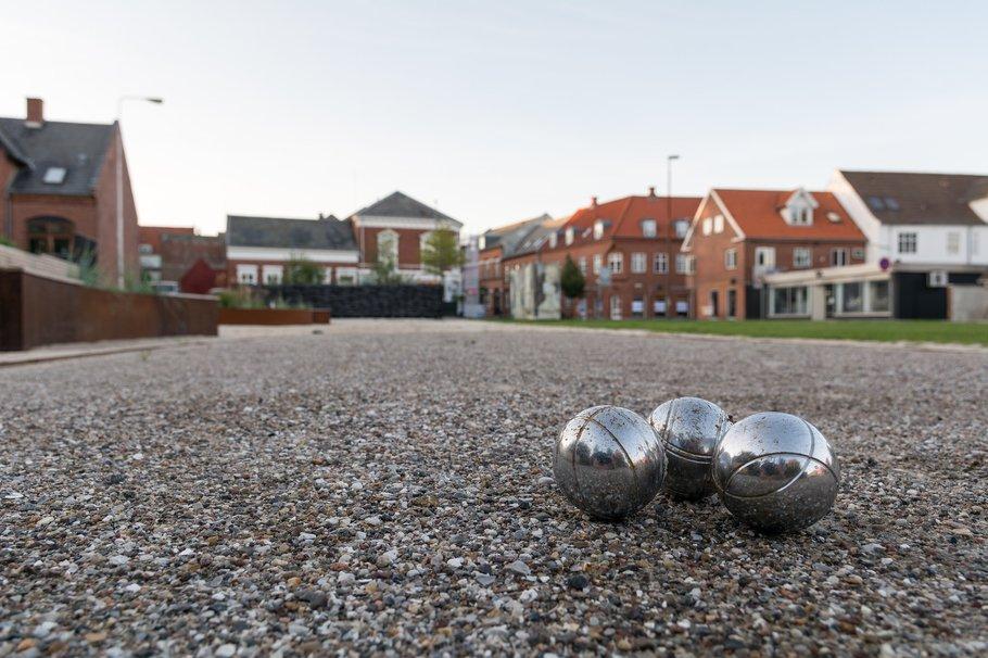 Petanque (CC BY 2.0) by Varde Kommune -> jeu de boules