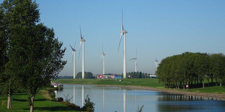 "Windmolen in landschap -> Windmolens 27-9-18"" (CC BY 2.0) by Bas van Oorschot"