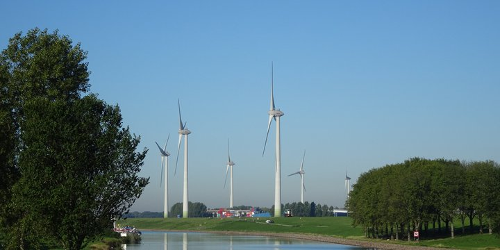 "Windmolen in landschap -> Windmolens 27-9-18"" (CC BY 2.0) by Bas van Oorschot"