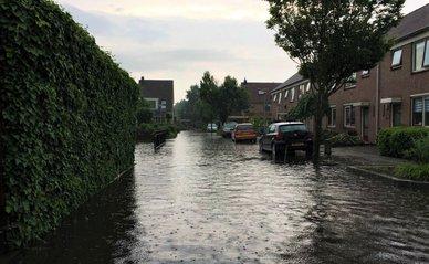 """Overstroming_""""Egmond Binnen"""" (CC BY 2.0) by Regionaal Archief Alkmaar"""