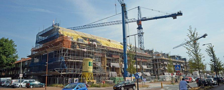 """""""flats nieuwbouw lange nieuwstraat ijmuid"""" (Public Domain) by Summers Day 333"""