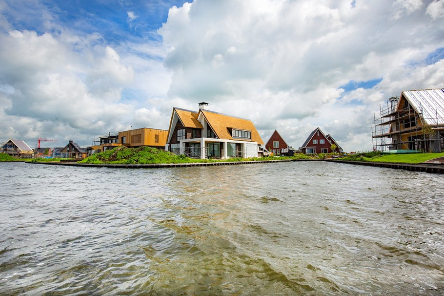 Eilandwonen in aanbouw, Meerstad, Groningen.
