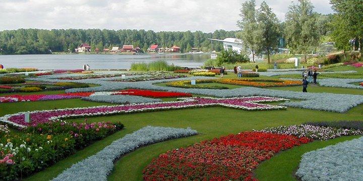 """floriade """"Floriade - Main Garden"""" (CC BY-SA 2.0) by roger4336"""