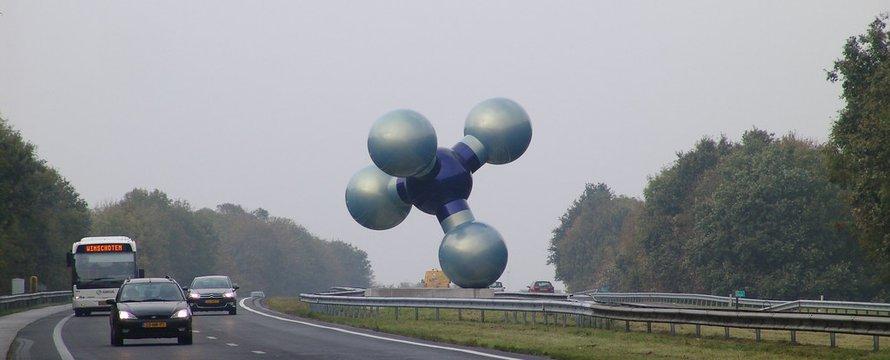 """Groningen, Sculpture, Molecule"" (CC BY-ND 2.0) by Detlef Schobert"