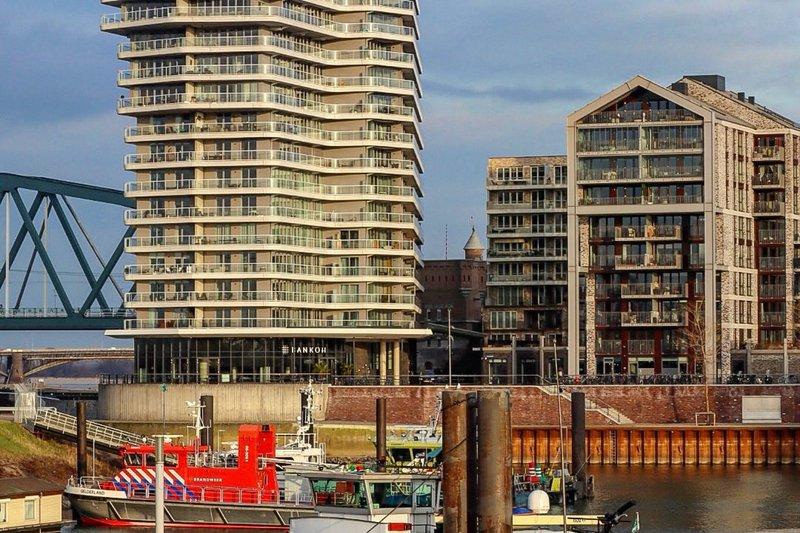 Waalfront Nijmegen - woontorens (Arthur Verwayen)