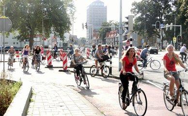 Fietsers kruispunt fietsen - Wikimedia Commons / Mark Ahsmann / CC BY-SA 3.0