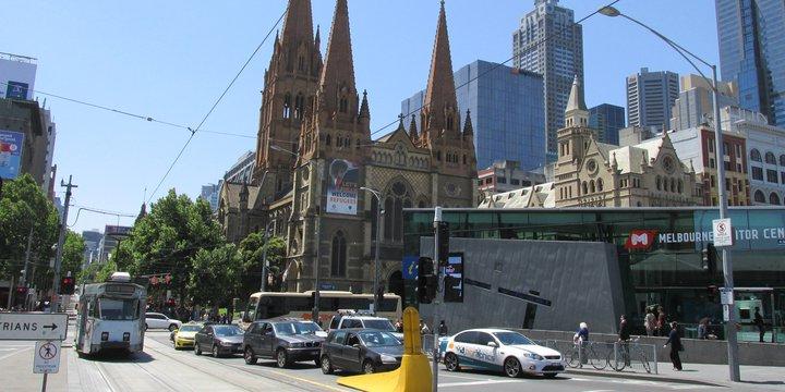 St. Paul's kerk in Melbourne langs autoweg - Wikimedia Commons, 2020