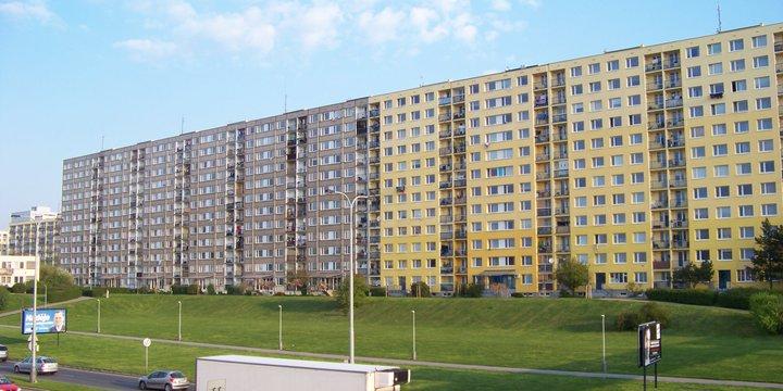Praag panelák woningbouw complex Oost-Europa > Door ŠJů, Wikimedia Commons - 2020