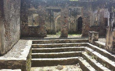 Songo Mnara -> Plouf250 Ruins of Songo Mnara, inside the main building Tanzania 28 February 2016