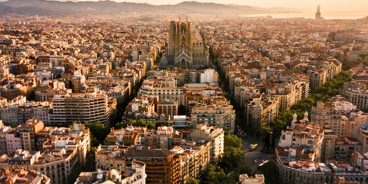 Barcelona, blocks -> Photo by Alfons Taekema on Unsplash