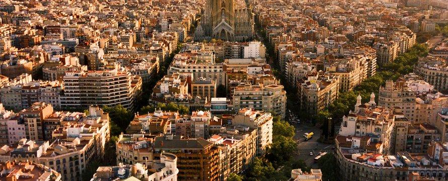 Barcelona, blocks -> Photo by Alfons Taekema on Unsplash