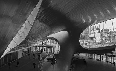 "Arnhem centraal bron: ""Sculptured Railway"" (CC BY 2.0) by Rob Oo"