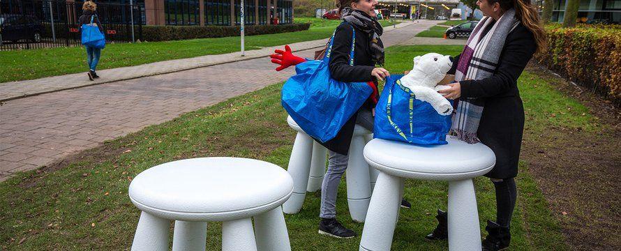 2015.11.25_Levensgrote Ikea-meubels vrolijken wandelroute vanaf Station Bullewijk op_C