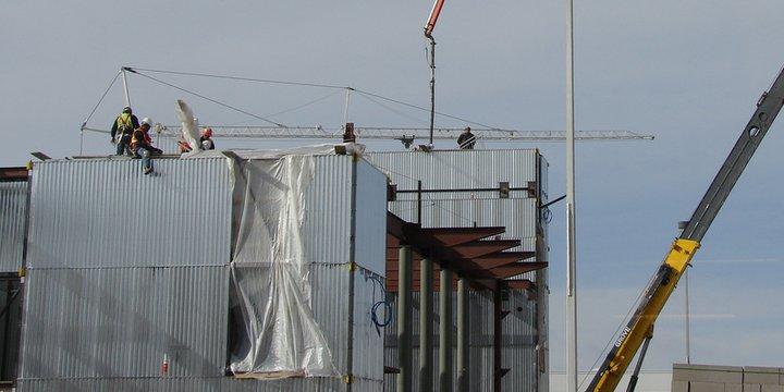 "constructie bouw kranen   ""Construction and Cranes"" (CC BY 2.0) by Michael C. Rael"