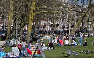 2015.05.14_De stad: magneet, roltrap en spons_600