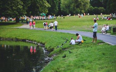 Mensen in het park via Pexels.com
