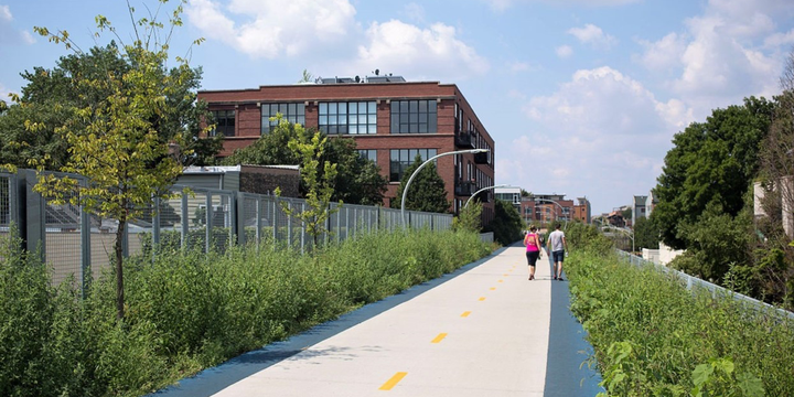 """Bloomingdale Trail, the 606, Chicago 2015"" (CC BY-SA 4.0) by Victor Grigas"
