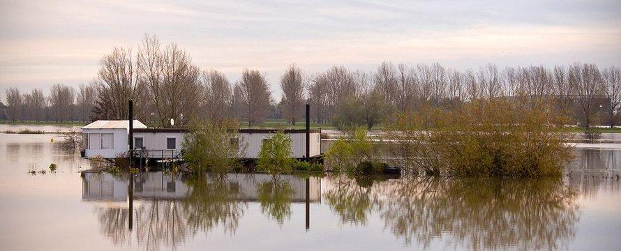 Hoog water - Wikimedia Commons, 2020