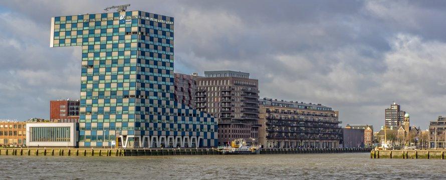 Lloydpier Rotterdam E-M1
