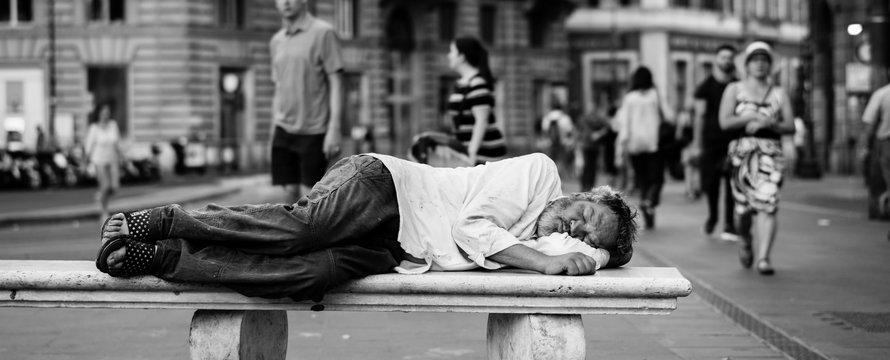 Homeless man, dakloos -> Photo by John Moeses Bauan on Unsplash