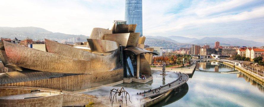 Guggenheim Bilbao, toerisme -> Photo by Jorge Fernández Salas on Unsplash