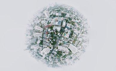 Wereldbol met stedelijke gebied - Photo by Joshua Rawson-Harris on Unsplash