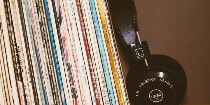muziekplaten ->Photo by MARK S. on Unsplash