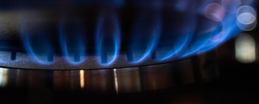 aardgas vlam -> Photo by Mason Hassoun on Unsplash