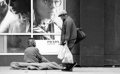 homeless man -> Photo by Max Böhme on Unsplash