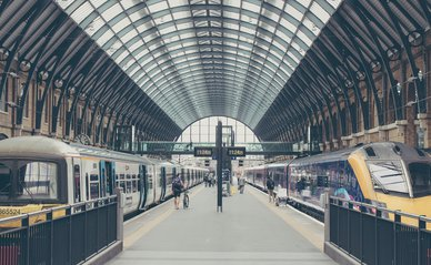 Treinstation -> Photo by Michał Parzuchowski on Unsplash