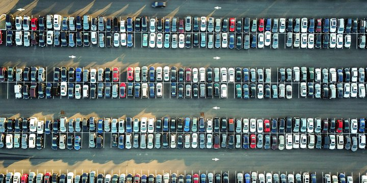 Parkeerplaats_Photo by Omer Rana on Unsplash
