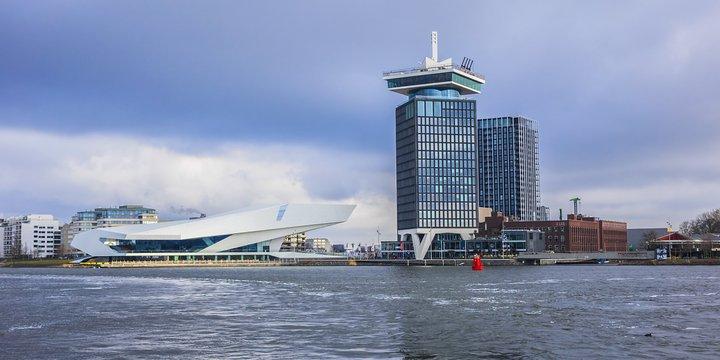 Overhoeks Amsterdam vanaf het water
