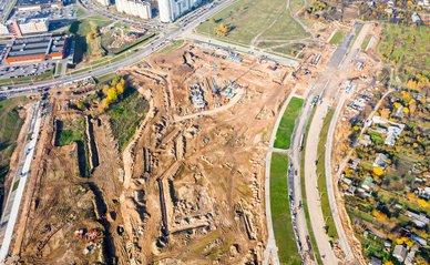 Nieuwbouw langs een snelweg