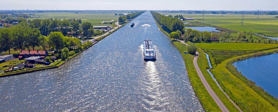 Luchtfoto van het Amsterdam-Rijnkanaal