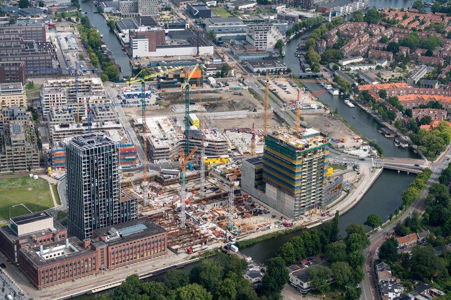 Luchtfoto wijk in aanbouw Amsterdam