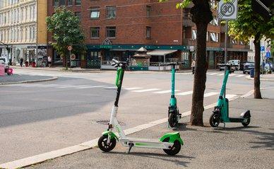 Rondslingerende deelscooters in Oslo, Noorwegen