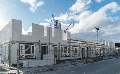 Bouwplaats Nederlandse nieuwbouw wijk