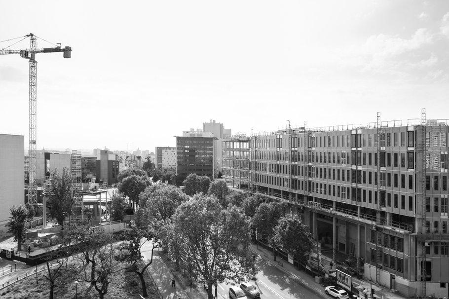Place Yersin, Ilot Bedier Paris 13 Rive Gauche, à proximité du périphérique et du quartier chinois, vers Ivry-sur-Seine, sortie Porte d'Ivry, avenue Claude Régaud, rue Maryse Bastié, en construction