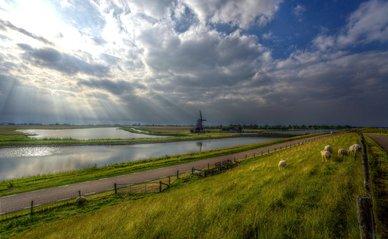 Windmolen op Texel rond water
