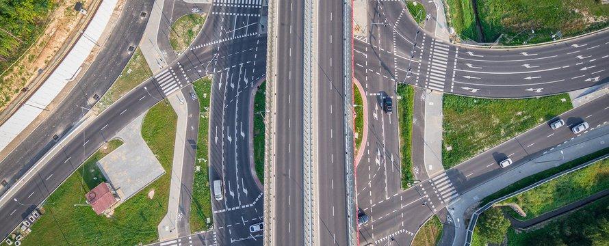 Snelweg kruispunt infrastructuur wegen